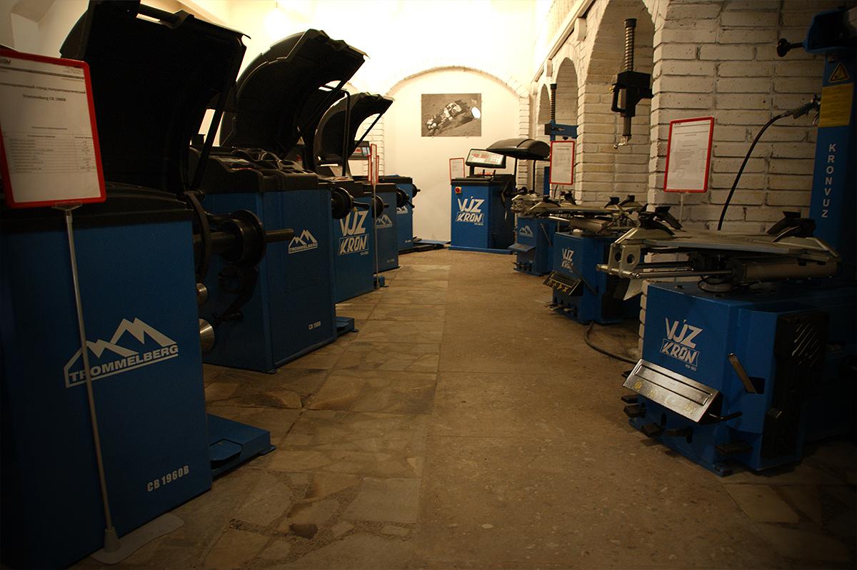 Выставочный зал шиномонтажного оборудования компании РМЗ
